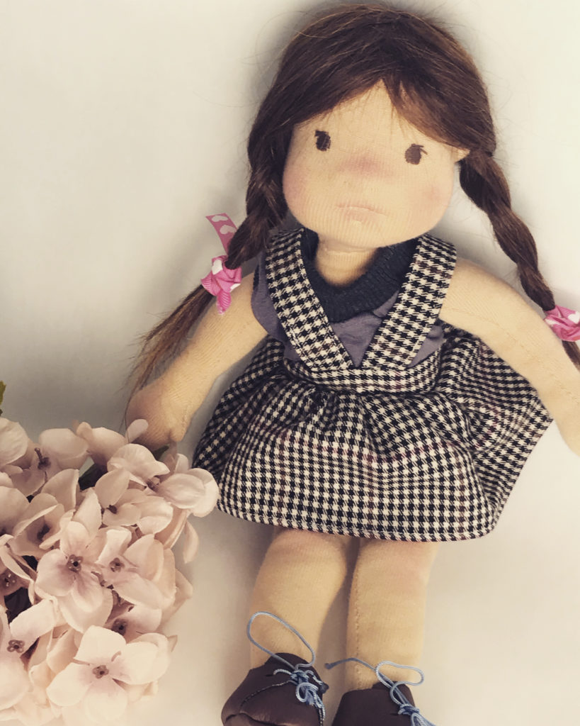 lalka waldorfska z warkoczami